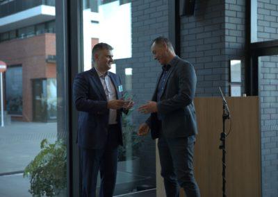 Mark Ennis of AdviceFirst hands over Safe 365 Award